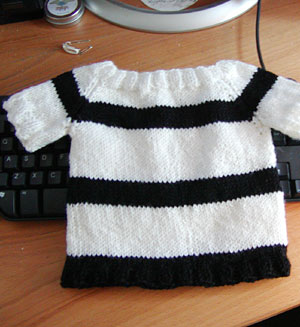 http://midnightknitter.com/blog/wp-content/uploads/2006/06/pirate-top1.jpg