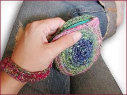 http://midnightknitter.com/blog/wp-content/uploads/2006/07/spiral-purse2.jpg