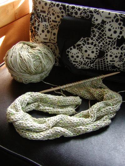 http://midnightknitter.com/blog/wp-content/uploads/2006/09/tilli-scarf1.jpg