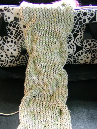http://midnightknitter.com/blog/wp-content/uploads/2006/09/tilli-scarf2.jpg