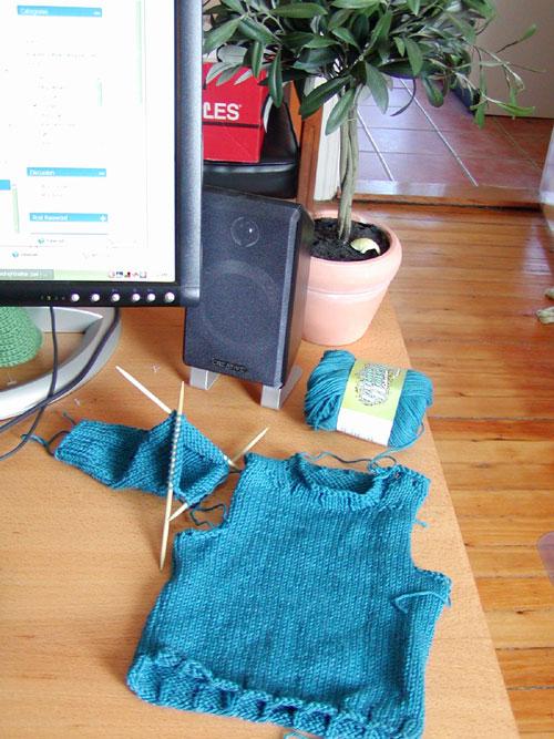 http://midnightknitter.com/blog/wp-content/uploads/2007/10/baby-sweater-rock.jpg